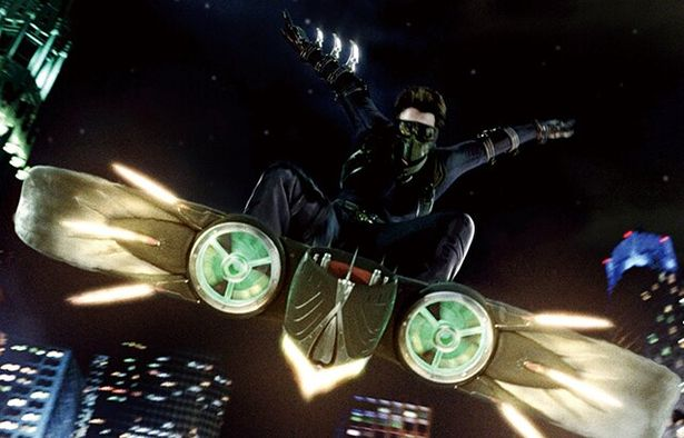 【写真を見る】ピーター・パーカーの親友ハリー(ジェームズ・フランコ)が亡き父親のスーツを着て返信した『スパイダーマン3』のグリーン・ゴブリン