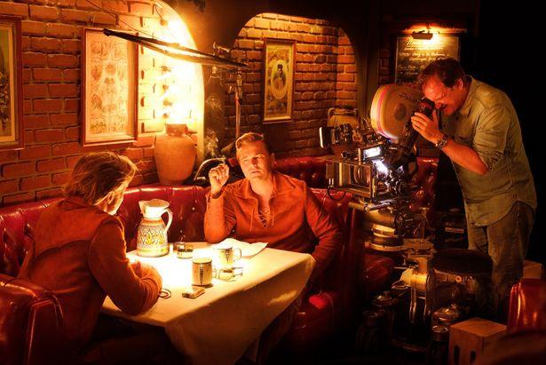 【写真を見る】レオ様とブラピを初共演に導いたタランティーノ監督のハリウッド愛が本作でさく裂!
