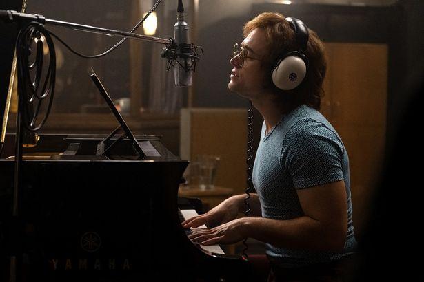 吹替え無し!タロンが見事な歌声でエルトンの楽曲を歌い上げる!
