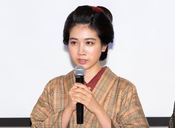 【写真を見る】キャスト陣が劇中の衣装で登場!松本穂香は役作りのために料理を猛特訓
