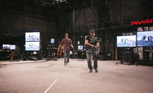 精巧なVFXで作られた空間で、実写映画を撮るように撮影が行われたとか