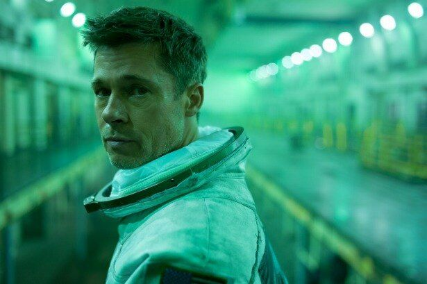 宇宙飛行士の父の影響を受け、自らも宇宙で働く道を選んだロイ・マグブライド(ブラッド・ピット)