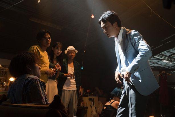 【写真を見る】園子温監督が監督・脚本を手掛けた『愛なき森で叫べ』