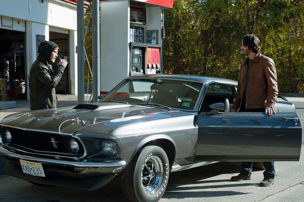 車好きのジョンが、愛車を狙われてしまい…(『ジョン・ウィック』)