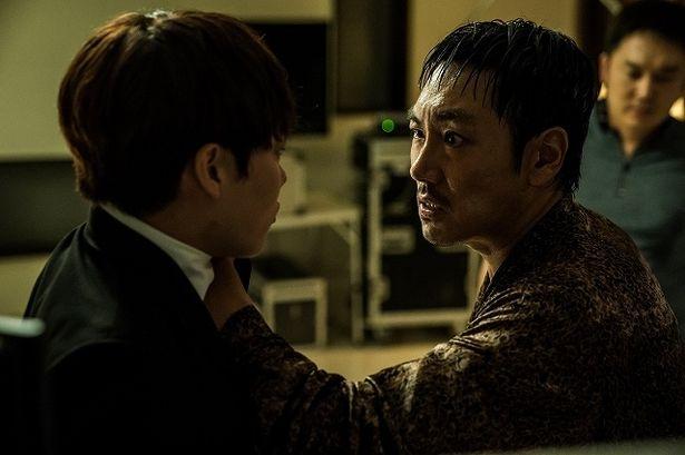 ウォノ刑事を演じるチョ・ジヌンと、組織の捨て犬ラクを演じるリュ・ジュンヨル