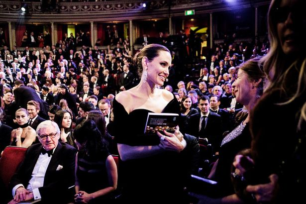 2018年に開催された、第71回英国アカデミー賞授賞式の様子。タイムズ・アップ(現代社会に蔓延するセクハラの撲滅を訴える)の抗議で、ブラックドレスの装いをみせた