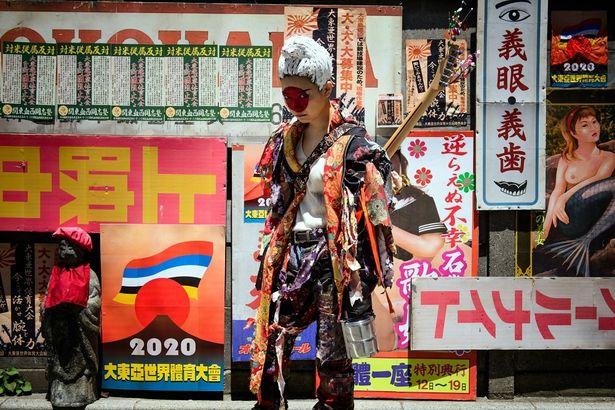 【写真を見る】Fカップ・シンガーソングライターがインパクト大な女殺し屋に扮する!