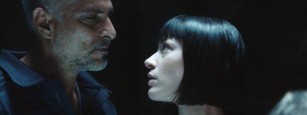 『A.I.ライジング』は宇宙飛行士と美しいアンドロイドが繰り広げる予測不能な事態を描く
