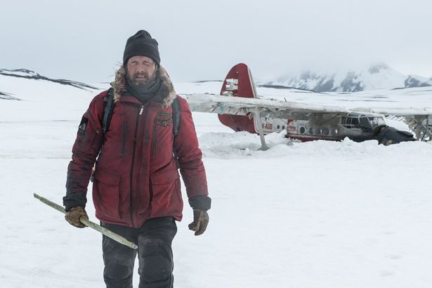 マッツは北極でたった一人のサバイバルを強いられるオボァガードを演じる