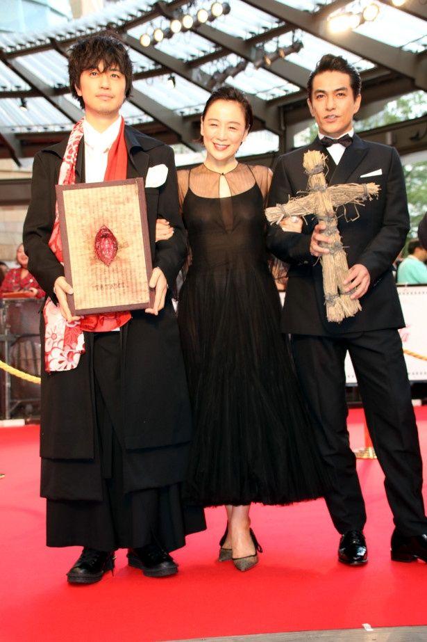 『フォークロア TATAMI』でレッドカーペットを歩いた斎藤工と北村一輝