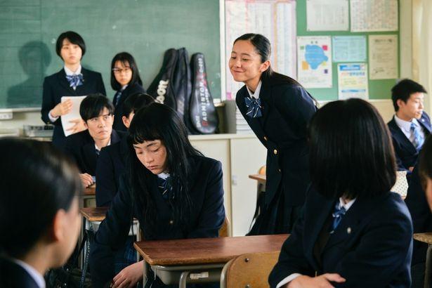 【写真を見る】黒染めしないと登校させてもらえない?厳しすぎる校則とは?