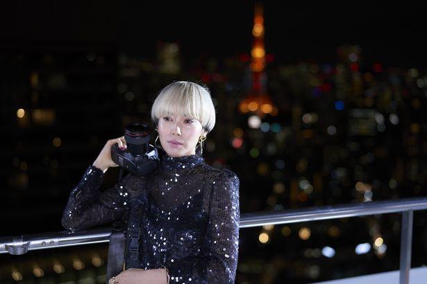人気写真家として第一線を走り続ける奈良リミ(中谷美紀)