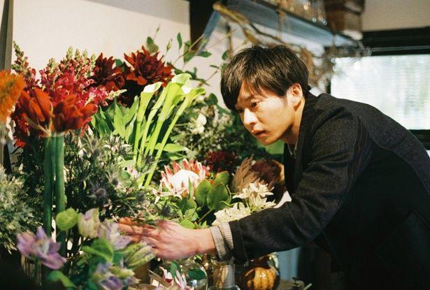 田中圭が街で一番オシャレな花屋の店主に!買いに行きたい!(『mellow』)