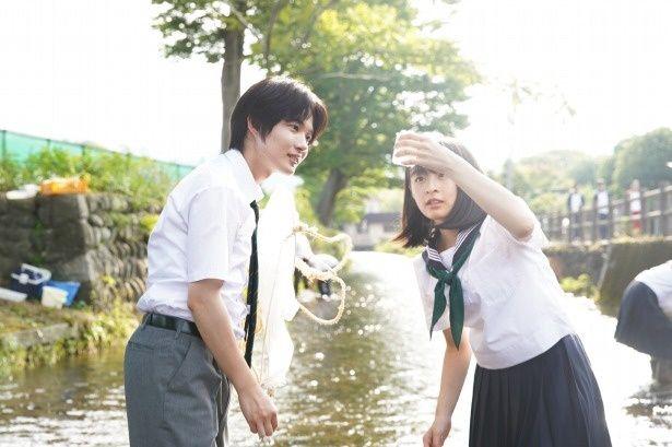 森七菜は、裕里の娘である颯香役と回想シーンの裕里役で一人二役を演じた。高校時代の鏡史郎役に神木隆之介