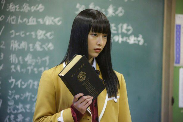 「non-no」モデルの山田愛奈が演じるのは、重要なヒントをつかむ優等生・園田樹里