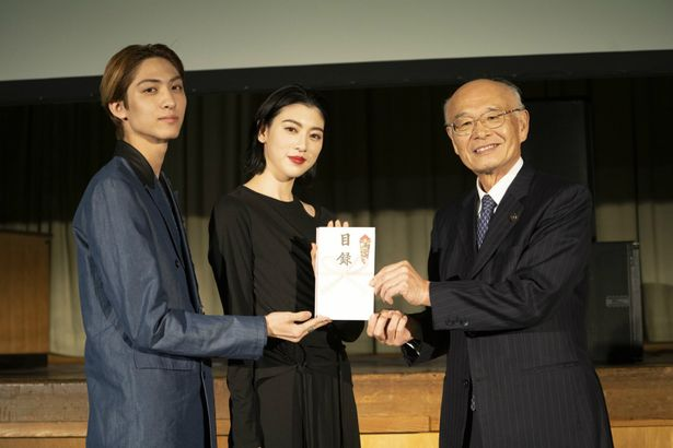 『犬鳴村』の「廃校試写会&舞台挨拶」が開催!