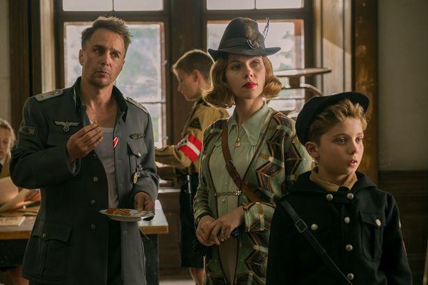 『ジョジョ・ラビット』で助演女優賞候補のスカーレット・ヨハンソンは、主演女優賞(『マリッジ・ストーリー』)でもノミネートされている