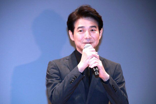前田拓実役の吉岡秀隆