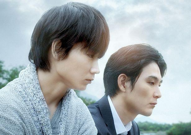 2017年に第157回芥川賞を受賞した同名小説を大友啓史監督が映画化した『影裏』