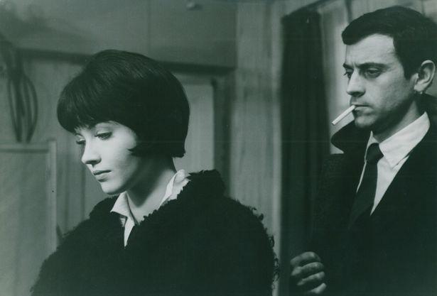 アンナ・カリーナの影のある表情に魅了される『女と男のいる舗道』