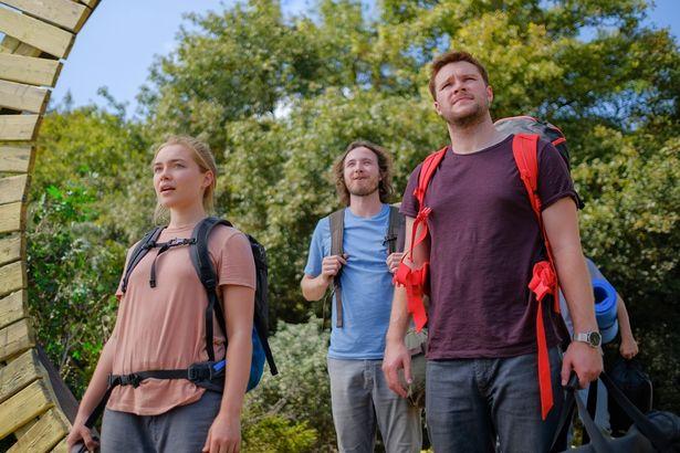 突然家族を亡くしたダニーは、恋人クリスチャンと共にスウェーデン旅行に赴く