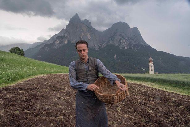 ナチスドイツに併合したオーストラリアを舞台に、自身の信念を貫いた農夫と家族の闘いを描く