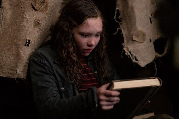 本にはひとりでに新たな恐怖の物語がつづられていき、仲間たちが一人、また一人と姿を消してしまう