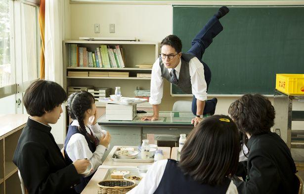 """【写真を見る】市原隼人が、給食を愛する""""絶対給食主義者""""の教師に!?"""