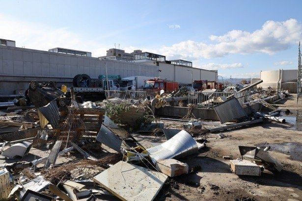 【写真を見る】生々しい津波の爪あとを再現…忠実に再現された原子炉建屋のオープンセット