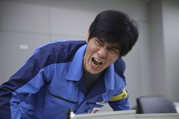 撮影現場では佐藤浩市らベテランキャストが士気を高めていく