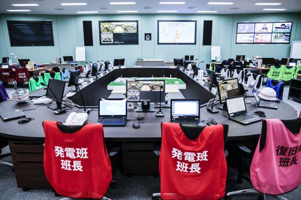 中央制御室と同様、角川大映スタジオ内に建てられた緊急対策室(緊対)のセット