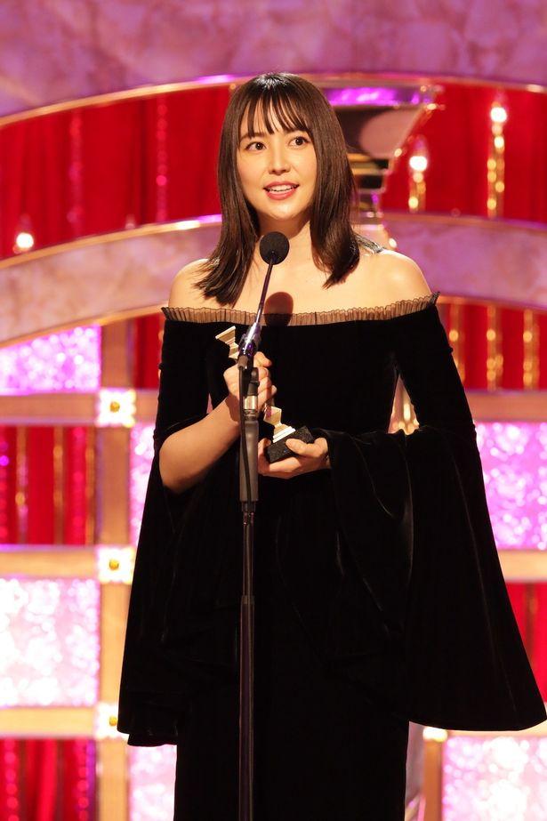 長澤まさみ、最優秀助演女優賞を受賞。凛とした佇まいも美しかった!