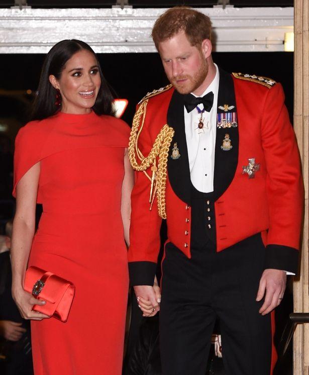 マウントバッテン音楽祭ではヘンリー王子とともに赤コーデ