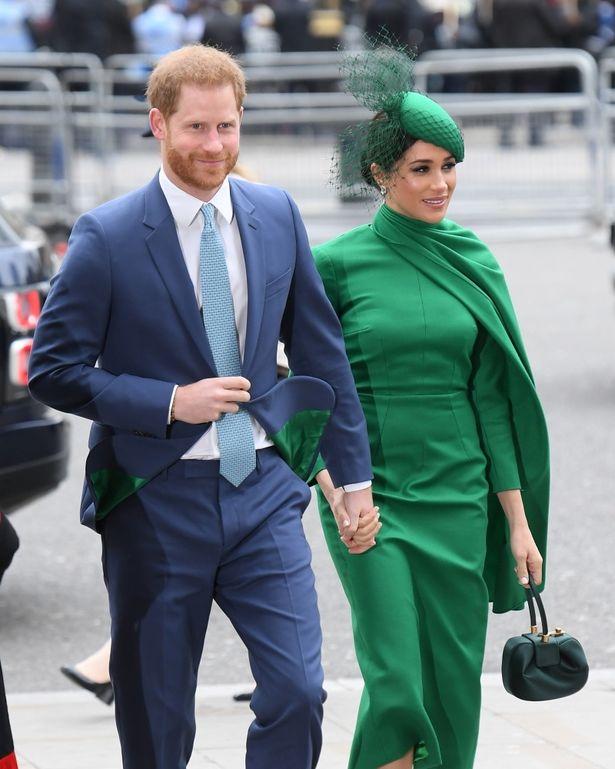 ファブ4集結のコモンウェルス・デーの式典はグリーンのマントドレス