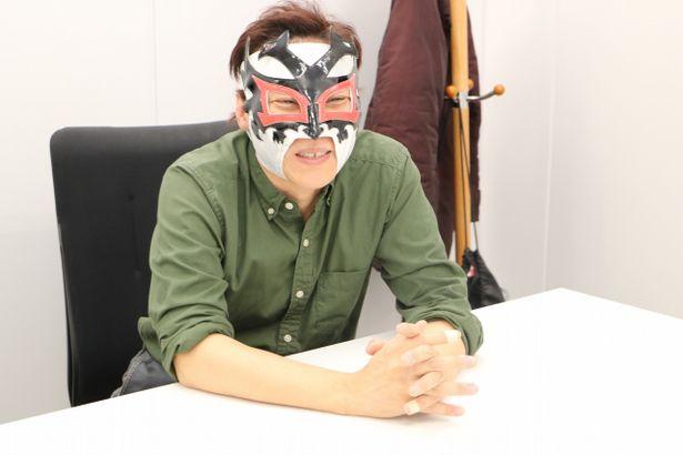 ドス・カラスの覆面で登場した「いちえふ」の漫画家、竜田一人