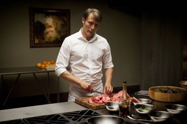 調理されているこの肉は、一体誰のものなのか…(「HANNIBAL/ハンニバル」)