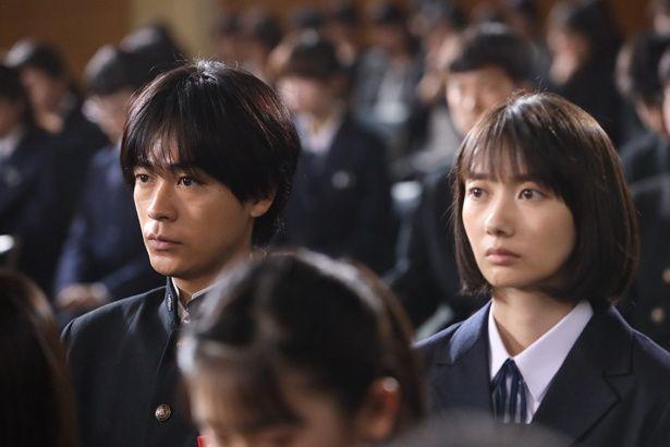 親友・サクラ(杉咲花)との別れを経たふたりは高校卒業後に別々の道を歩み始める