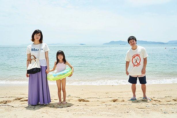 夫婦の娘、アキを演じるのは『駅までの道をおしえて』(19)で映画初主演を務めた新津ちせ