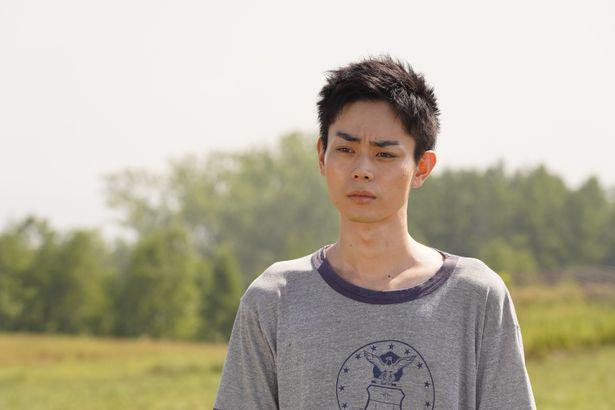 劇中では、菅田が音楽活動でもタッグを組んだ石崎ひゅーいと共演