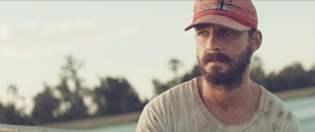 シャイア・ラブーフが演じるのは孤独な漁師タイラー。他人の獲物を盗んだことで追われる身に