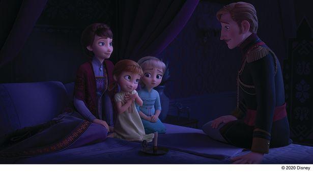 【写真を見る】エルサに宿された魔法の秘密とは?『アナ雪2』先行デジタル配信がいよいよスタート!
