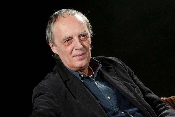【写真を見る】『サスペリア』(77)、『インフェルノ』(80)などのホラー映画で知られるアルジェント監督
