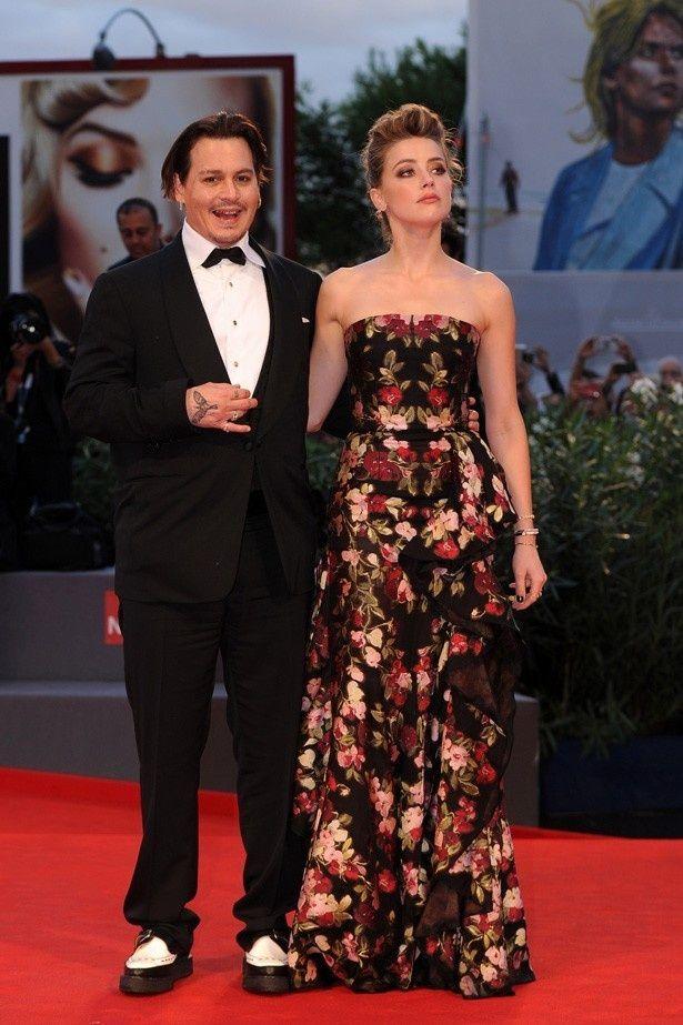 【写真を見る】「太った」と言われるジョニデと新妻のアンバー・ハード
