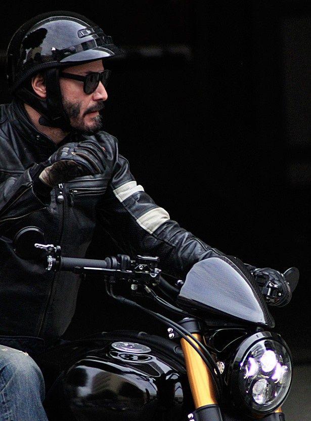 バイク好きとして知られるキアヌ