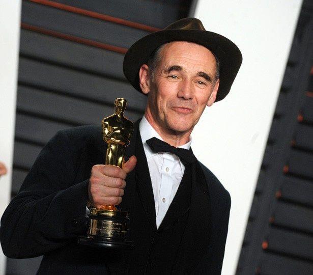 助演男優賞を受賞したマーク・ライランス