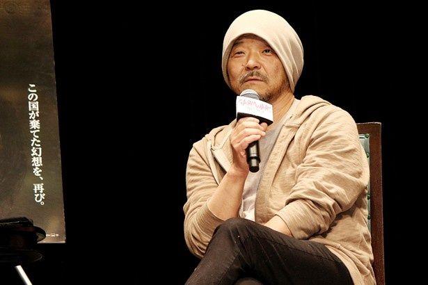 【写真を見る】鈴木について「映画のプロデューサーだから、まあ悪党ですね(笑)」と語る押井