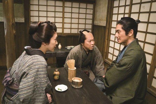 【写真を見る】町の復興のために奮闘する主人公を演じた阿部サダヲ