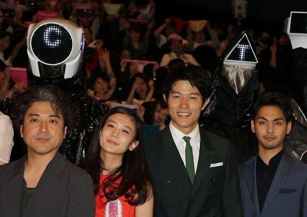 映画『HK/変態仮面 アブノーマル・クライシス』の初日舞台挨拶が開催された