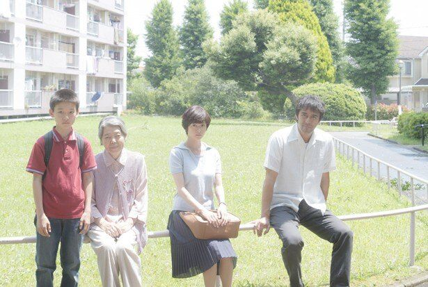 是枝裕和監督の最新作『海よりもまだ深く』は5位に初登場