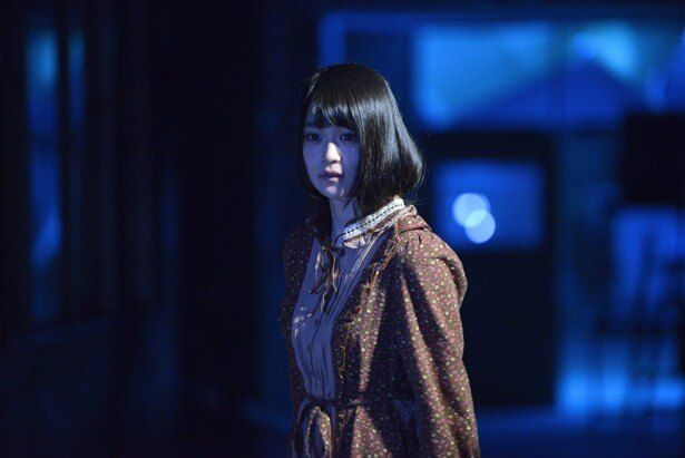 映画初出演の欅坂46・石森虹花。彼女の視線の先には一体何が?(『コープスパーティー Book of Shadows』)